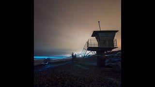 В Калифорнии начал светиться океан. Все из-за ночесветок!