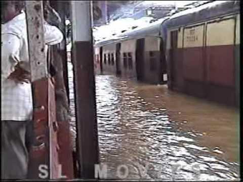 26th July 2005 Kalyan Flood 3.mpg