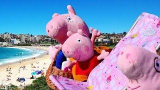 - Свинка Пеппа на пляже Видео с игрушками на море