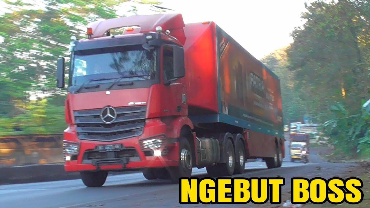 Kontainer Hino Tronton Built Up Fuso Nissan Truk Mercedez Benz Gudang garam Dijalur Pantura Subah