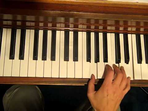 Walking Up Between Chords by www.EasyPianoStyles.com