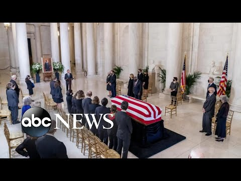 Hundreds gather to remember Ruth Bader Ginsburg, 1st woman to lie in state | WNT