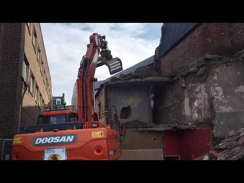 Watch careful demolition of Globe dressing room block