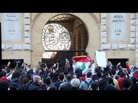 لبنان.. أزمة العملة تضع الرسوم الدراسية في خانة المستحيل بالنسبة للطلاب  - نشر قبل 7 ساعة
