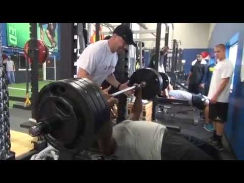 Bengals Geno Atkins lifts 465 pounds