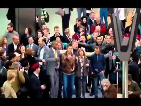 Flash Mob.  Прекрасный флэшмоб в аэропорту Хитроу. Англия, Лондон.