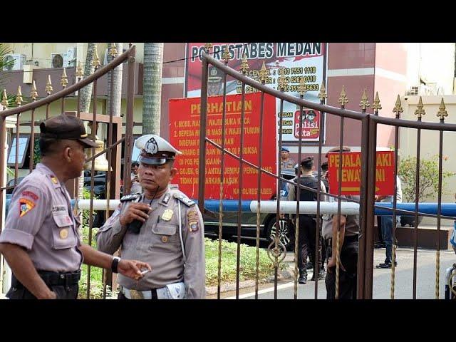 <span class='as_h2'><a href='https://webtv.eklogika.gr/indonisia-ekrixi-sto-archigeio-tis-astynomias-2' target='_blank' title='Ινδονησία: Έκρηξη στο αρχηγείο της αστυνομίας'>Ινδονησία: Έκρηξη στο αρχηγείο της αστυνομίας</a></span>