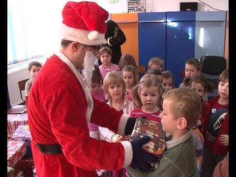 Mos Craciun a ajuns la Gradinita Bucuria Copiilor Medias - novatv.ro