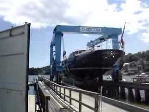 """Yacht """"Aeolian"""" gets a lift in Camden, Maine"""