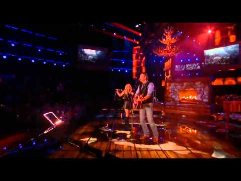 Shakira & Blake Shelton performing Need You Now