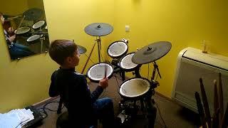 Уроки ударных - малыш талант...