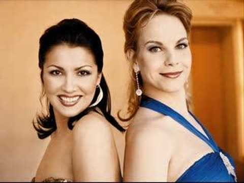 Anna Netrebko & Elina Garanca, a divine pair in I Capuleti e i Montecchi: