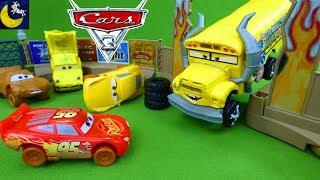 Crazy 8 Crashers Disney Cars 3 Toys Smash & Crash Destruction Derby Playset Lightning McQueen Toys