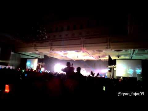 JKT48 - Te Wo Tsunaginagara (kegesrekan fans)