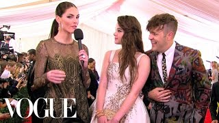 Hailee Steinfeld Is Going Through A Punk Phase - Vogue - Met Gala