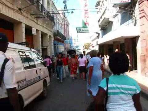 Cuba Travel - Santiago de Cuba: Calle Enramada - Main Shopping Street
