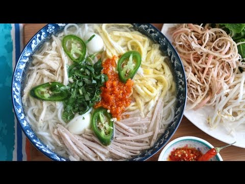 Bun Thang (Vietnamese Noodles Chicken Quail Eggs and Pork Soup) Recipe