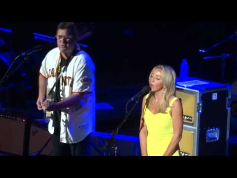 Ashley Monroe - Tryin' To Get Over You (ft. Vince Gill) [Live at the Ryman Auditorium]