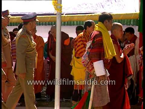 Bhutanese welcome their King Jigme Singye Wangchuck