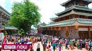 Hàng nghìn người đổ về lễ miếu Bà Chúa Xứ núi Sam   VTC1