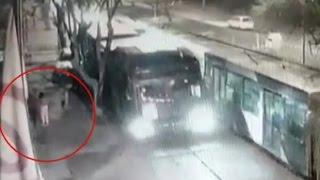 Bus del Transantiago provocó peligrosa caída de un árbol - CHV Noticias