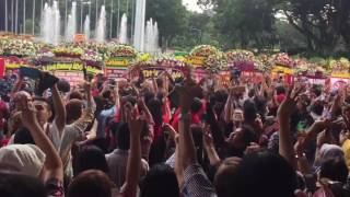 Video Supporters of outgoing Jakarta governor Ahok at Indonesia's City Hall download MP3, 3GP, MP4, WEBM, AVI, FLV Januari 2018