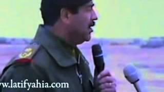 صدام حسين يودع جنوده بالجبهة اثناء حرب ايران