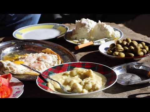 """Traditional Lebanese White Cheese from the Village: The One and Only """"Jebneh Darfiyyeh"""" جبنه ضرفيه"""