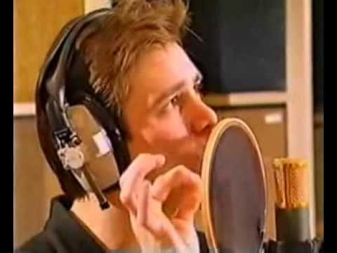 Jim Carrey sings The Beatles song I Am the Walrus
