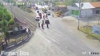 Detik-detik Kecelakaan kereta api Tegal terbaru