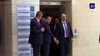 الرئيس محمود عباس يغادر المستشفى