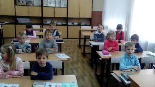 Учні 1 класу на уроці англійської мови.