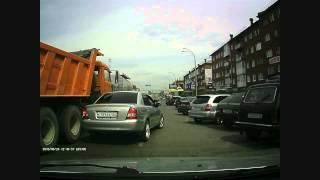 Камаз зацепил иномарку на Кузнецком 26.06.15
