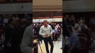 النواب العرب بالكنيست يمزقون قانون الدولة القومية.. ويلقونه في وجه نتنياهو.. فيديو