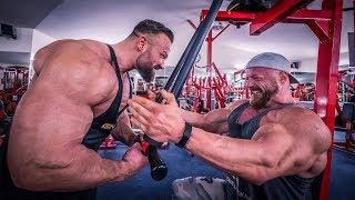 Hardcore Bodybuilder zerstört meine Brust!