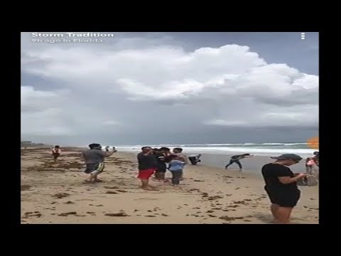 Raw Footage's people at the Florida beaches wating for Hurricane irma Part 1