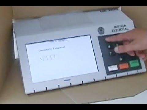 Urna eletrônica ou voto em papel? O processo de votação em 2018 inclui as duas formas