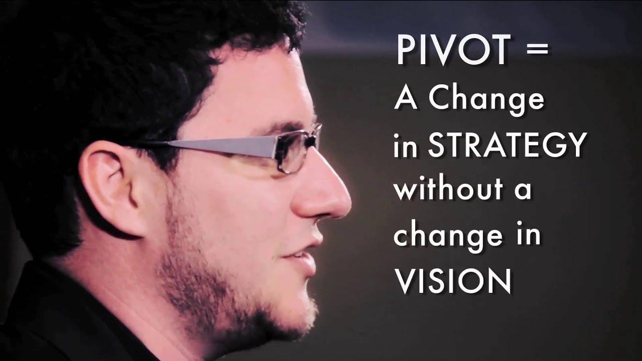 Eric Ries explique qu'un pivot est un changement de stratégie, sans changement de la vision.
