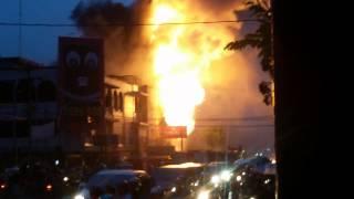 Kebakaran toko mainan di jl.a.yani pekanbaru