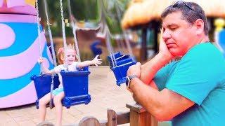 Настя и сонный папа гуляют в развлекательном парке Nastya and sleeping papa play at park