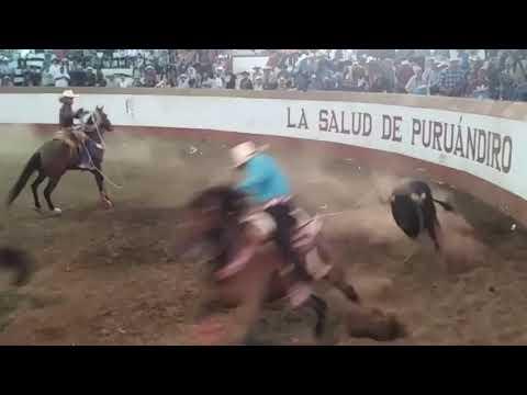 Que buen toro El Rifle de La JL de Cuitzeo en El Palenque de La Muerte.!!
