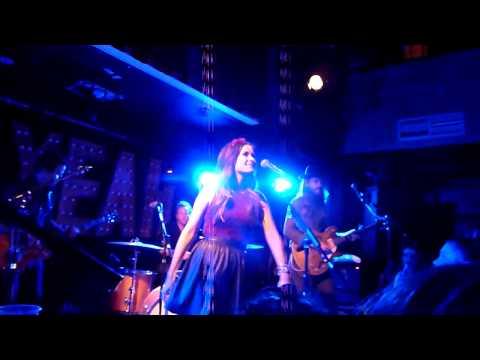 Kacey Musgraves - Step Off + cover (live) - Whelans, Dublin - 11-10-2013