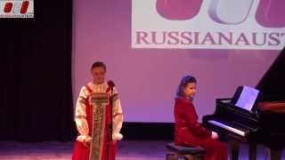 Weg Gleis. Valeriia Boretskaia (Vokal). Gattschina. Leningrad Gebiet. Sankt Petersburg, Russland