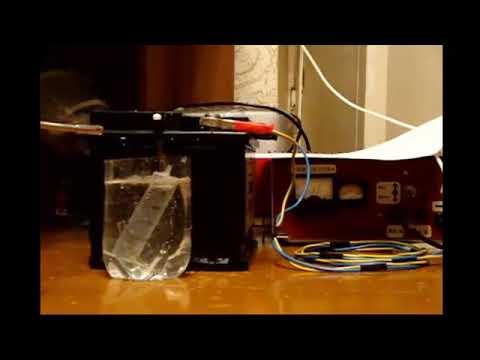 Взрыв водорода при зарядке автомобильного аккумулятора.