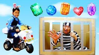 再アップ☆変装を見破って逮捕しろ!まーちゃん巡査白バイで出動!警察官と宝石ドロボウhimawari-CH