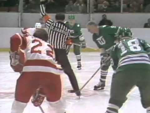 Moments: Gordie Howe returns to Detroit