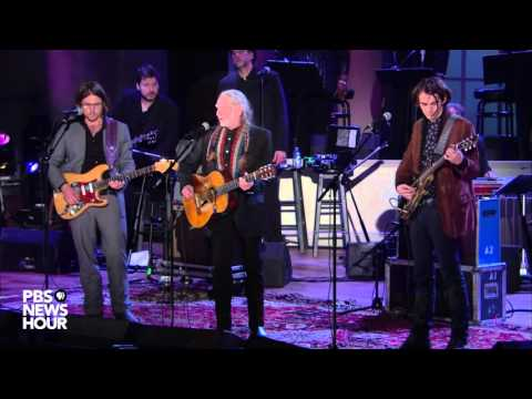 Willie Nelson sings there's 'room for everyone' in America