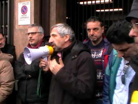 Presidio dei lavoratori Telecom Italia presso la direzione generale.