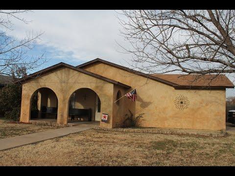 3900 Ridgeway Dr. Plainview, Texas 79072 MLS# 15-324