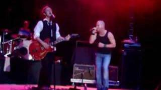 """Chris Daughtry & Lifehouse - """"Hanging By A Moment"""""""